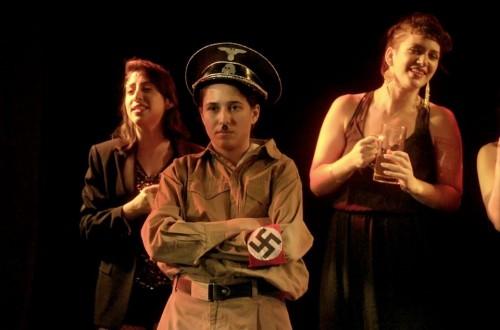 """היטלר והמקהלה (צילום: יח""""צ)"""