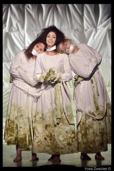 שלוש אמהות קשורות (צילום: יוסי צבקר)