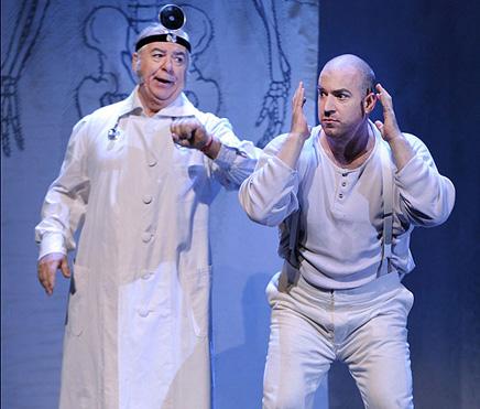 ווצק והרופא - מערכה הראשונה, סצנה רביעית (צילום: יוסי צבקר)