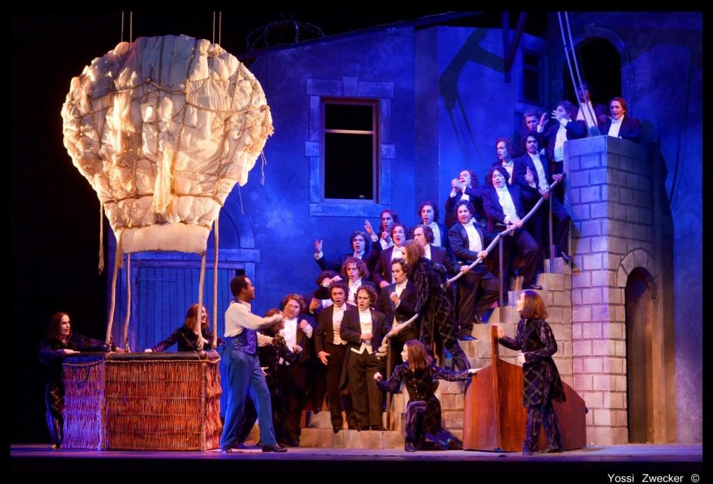 מקהלה, שדונים וכדור פורח (צילום: יוסי צבקר)