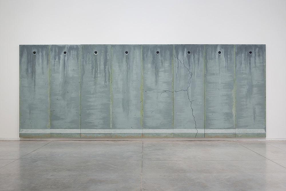 אלבישך בשלמת בטון ומלט, מיכאל חלאק, 2014, אוסף מוזיאון תל-אביב לאמנות (צילום: אלעד שריג)